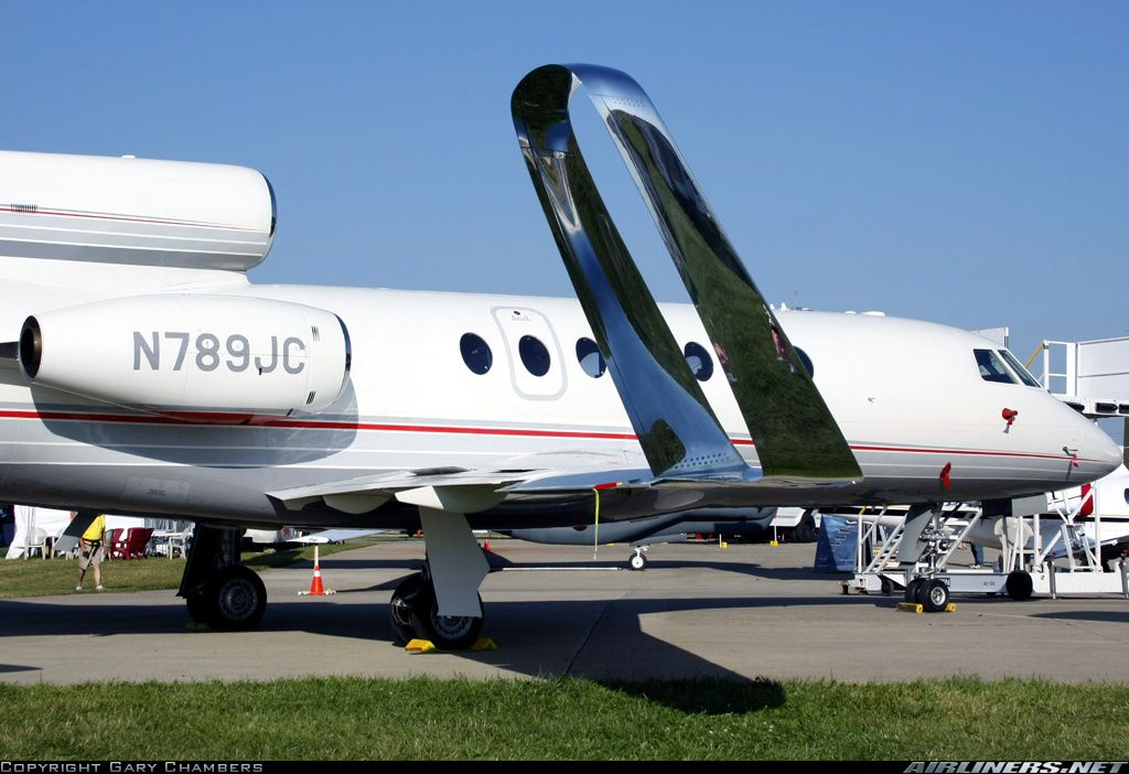 Dassault Falcon 50 Showing Off The Spiroid Winglets At Eaa S 2010 Airventure Private Jet Flights Aircraft Private Jet