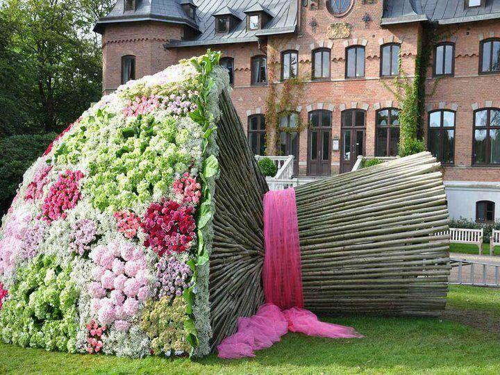 El Ramo De Flores Mas Grande Del Mundo Esculturas De Jardin Jardines Flores Gigantes