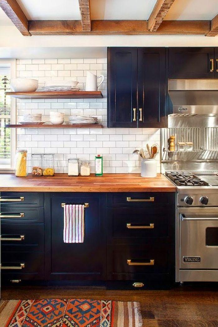 Meuble Bleu Canard, Cuisine En Style Rustique, Avec Des Poutres En Bois, Mur