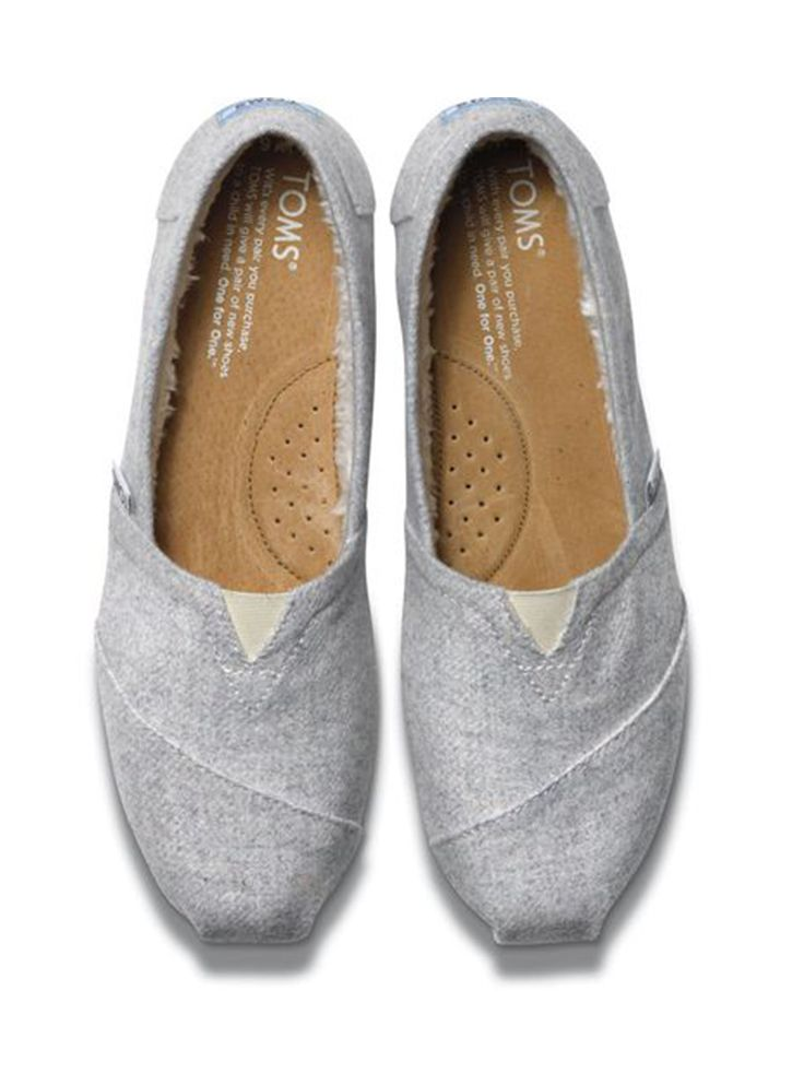 7dae70a514 These TOMS women s Light Grey Wool Classics are perfect for cool winter  nights by the beach thanks to their warm shearling lining.