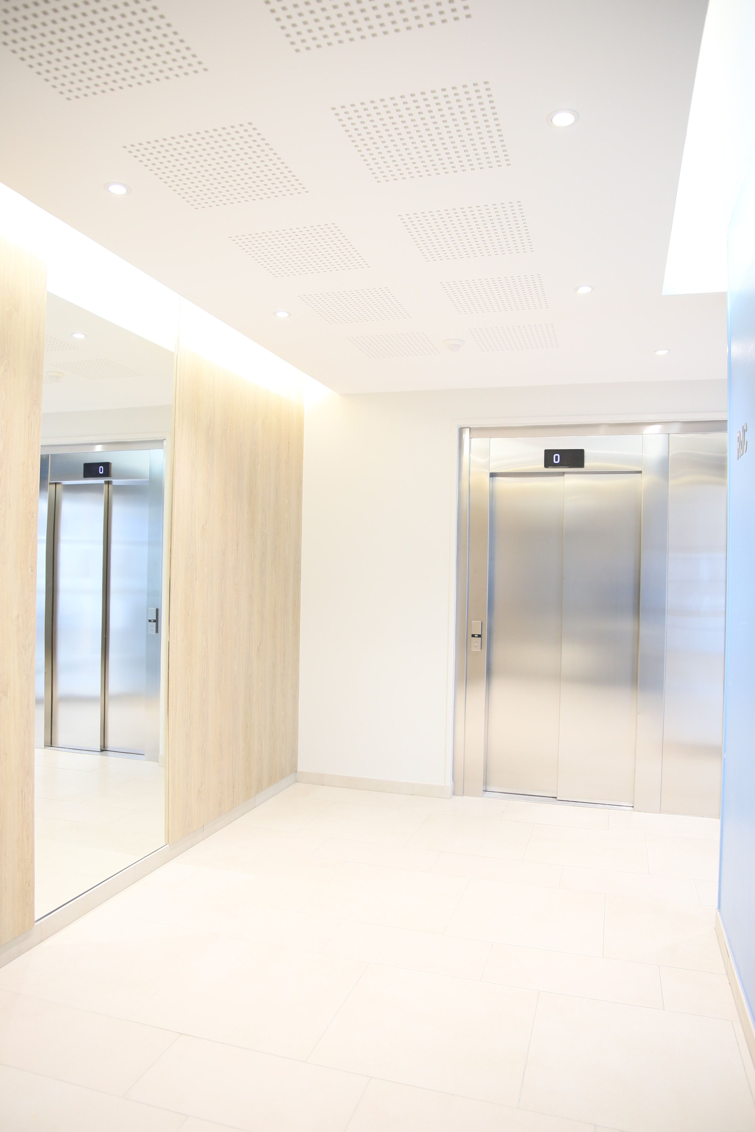 Hall d\'entrée de l\'immeuble | Lobby | Pinterest | Hall, Lobbies and ...
