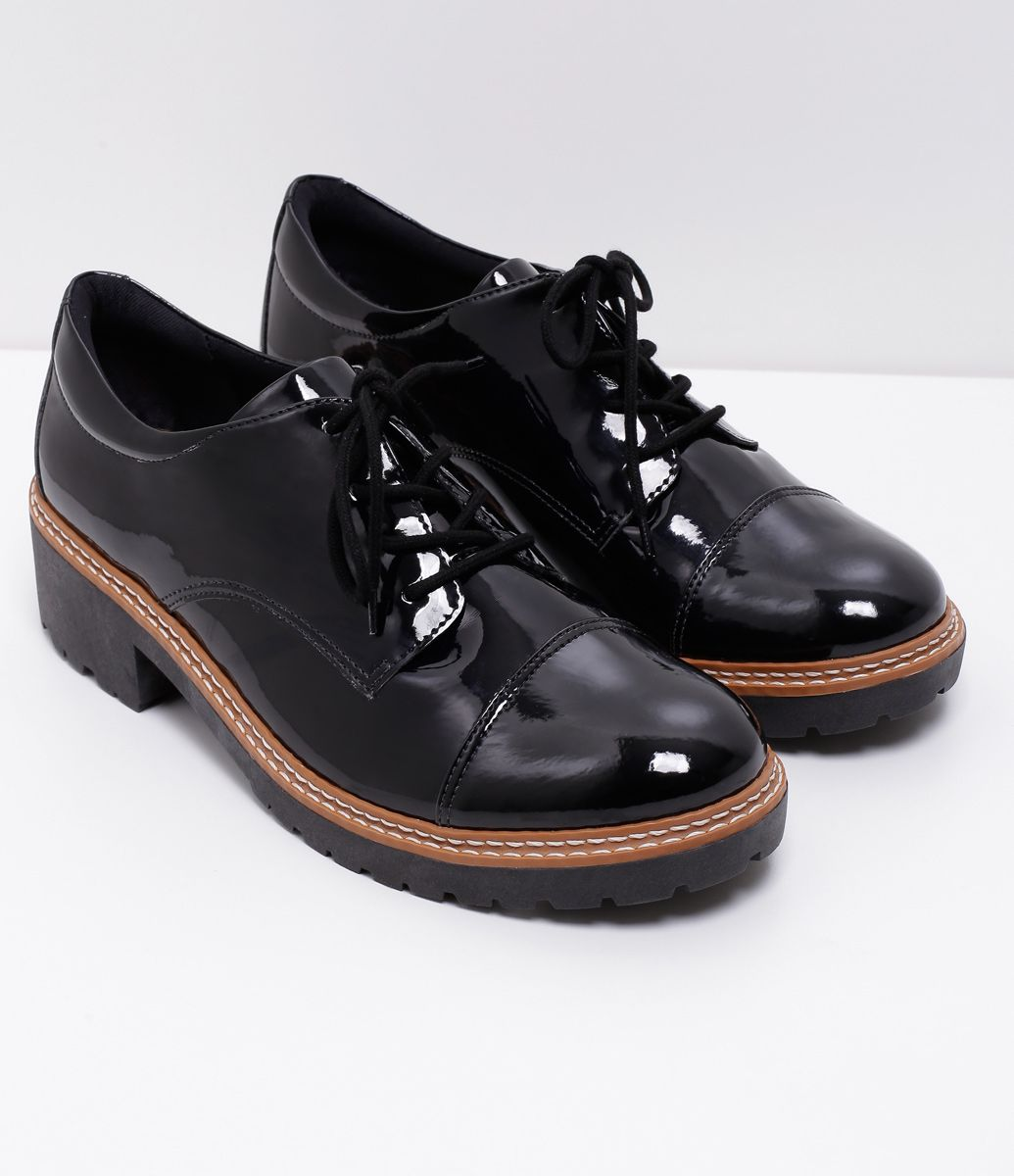 5f633565f2 Sapato Feminino Modelo  Oxford Em verniz Sola tratorada de 4cm Marca   Satinato Material
