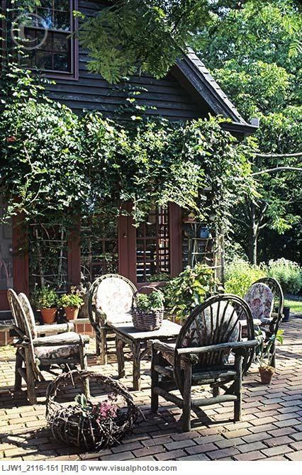 Brick Patio W Twig Table Chairs Outdoor Patio Rooms Outdoor
