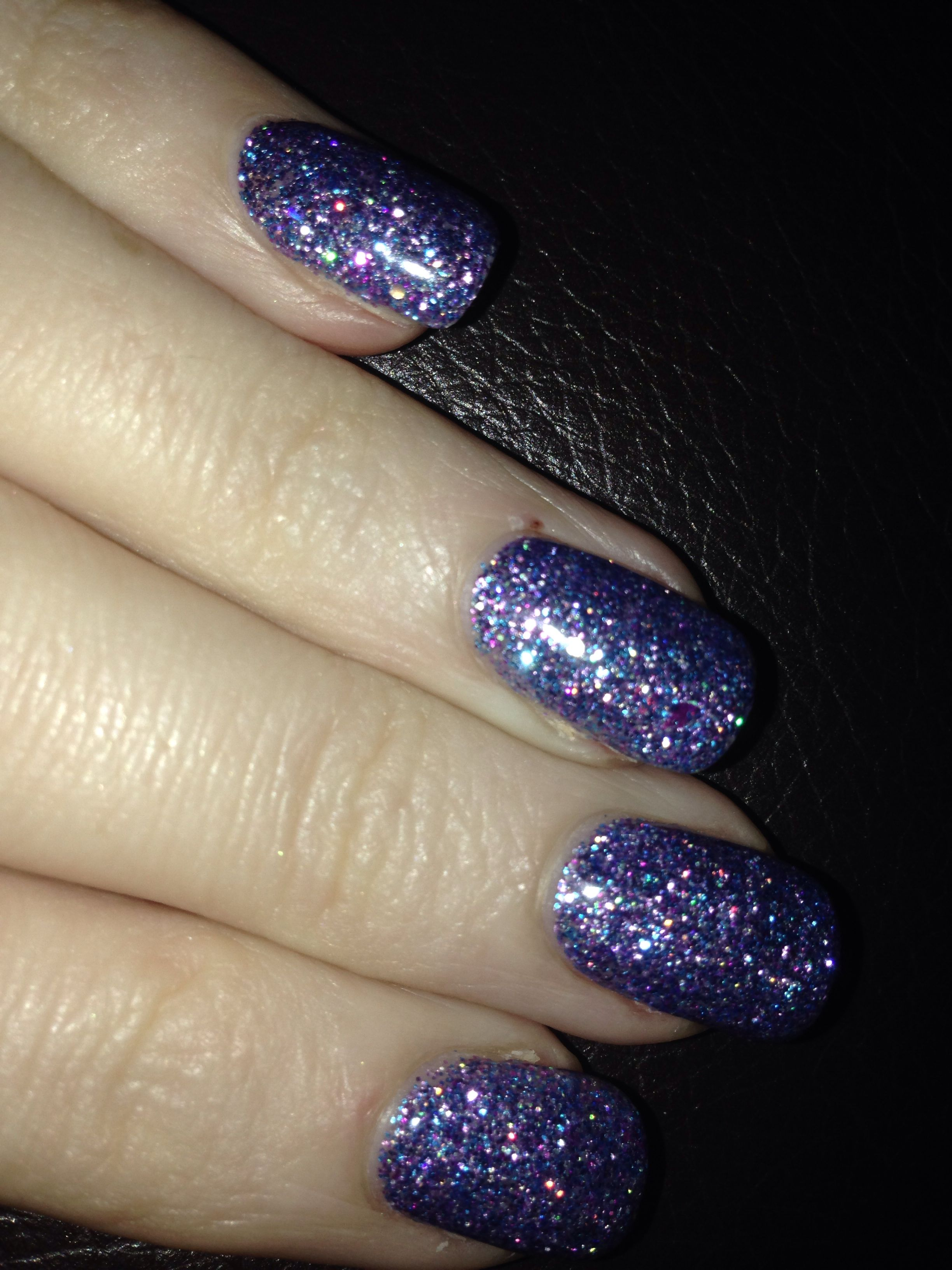 Gorgeous sparkly nails by Alisha