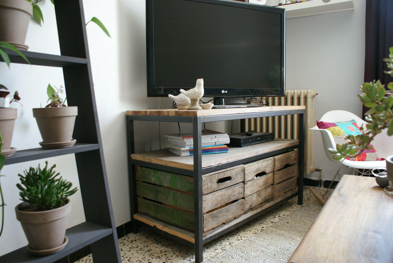 meuble t l acier et sapin massif avec caisses en bois. Black Bedroom Furniture Sets. Home Design Ideas
