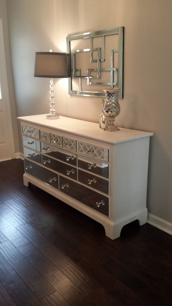 Mirrored Dresser White With Quatrefoil Overlay Without Mirror On The Tops And Sides Shabby Chic Annie Sloan Pure Dulap Pinterest