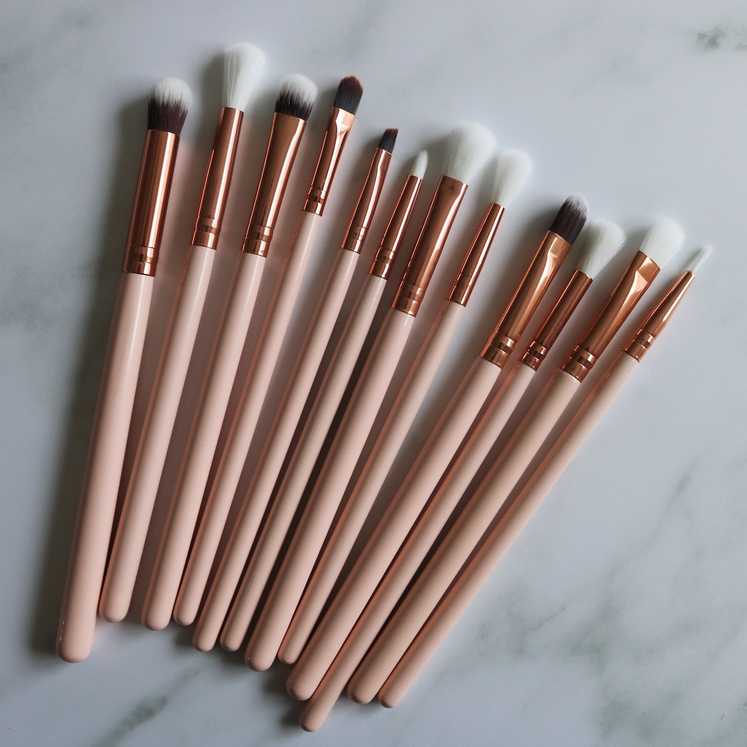 Photo of Beauty Big Bang 12 Piece Eyeshadow Brushes and 9 Colors Eyeshadow Palette – Review & Swatches