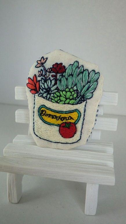多肉植物の刺繍ブローチ画像1