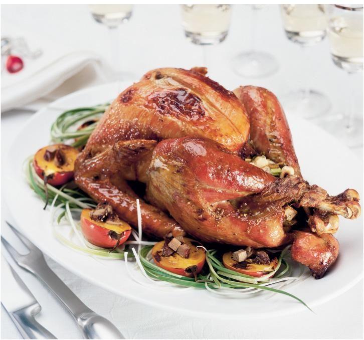 kalkkuna leipa hedelmataytteella turkey stuffed with bread and fruits food style midi