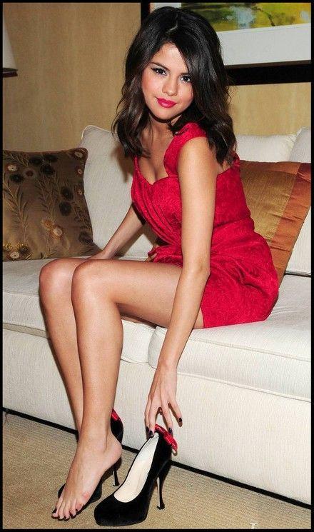 Selena Gomez Beautiful Legs Selena Gomez Legs Shoes What Shoes Are Suitable For The Big Calves