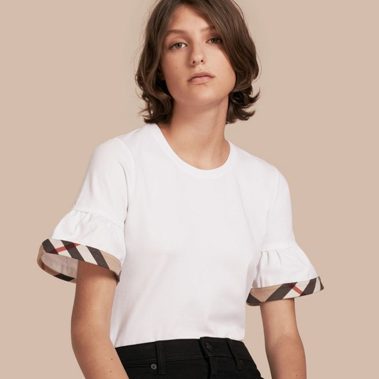 Camiseta de algodón elástico con volantes y detalle a cuadros