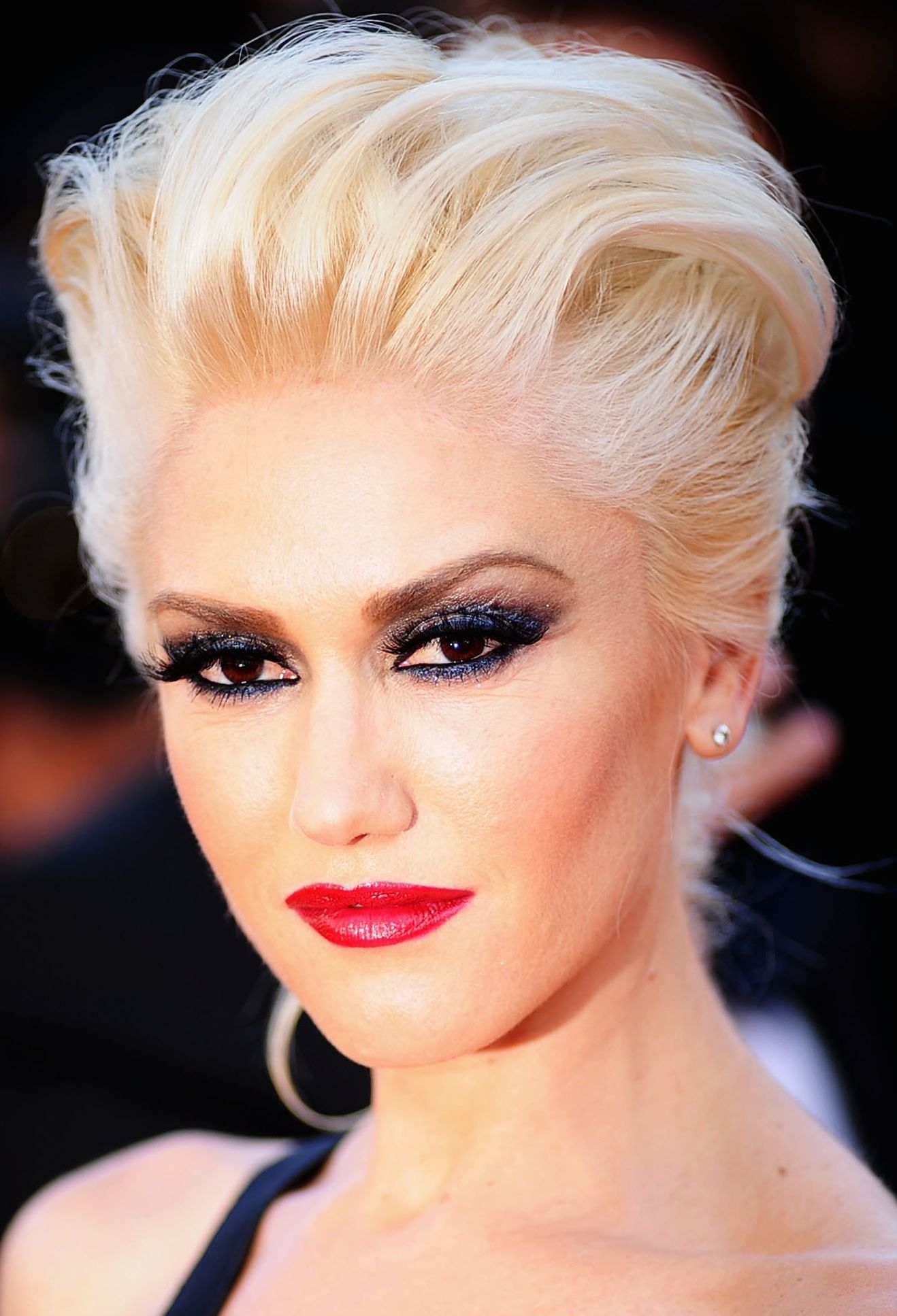 Gwen Stefani Shimmery Blue Eyeshadow And Red Lips Great Hair