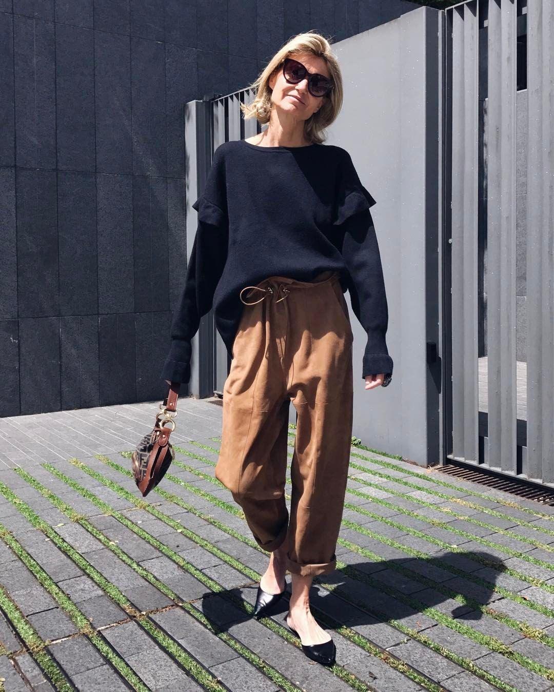 "Patrizia Casarini on Instagram: ""Let's start COMFORTABLE !! #loosefitting  #comfort #suede #suedepants #mango #mystyle #vintage #fendibag"""