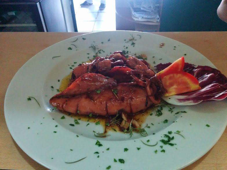 Calamari alla diavola in umido con peperoncino. Bagni Orano - Isola d'Elba