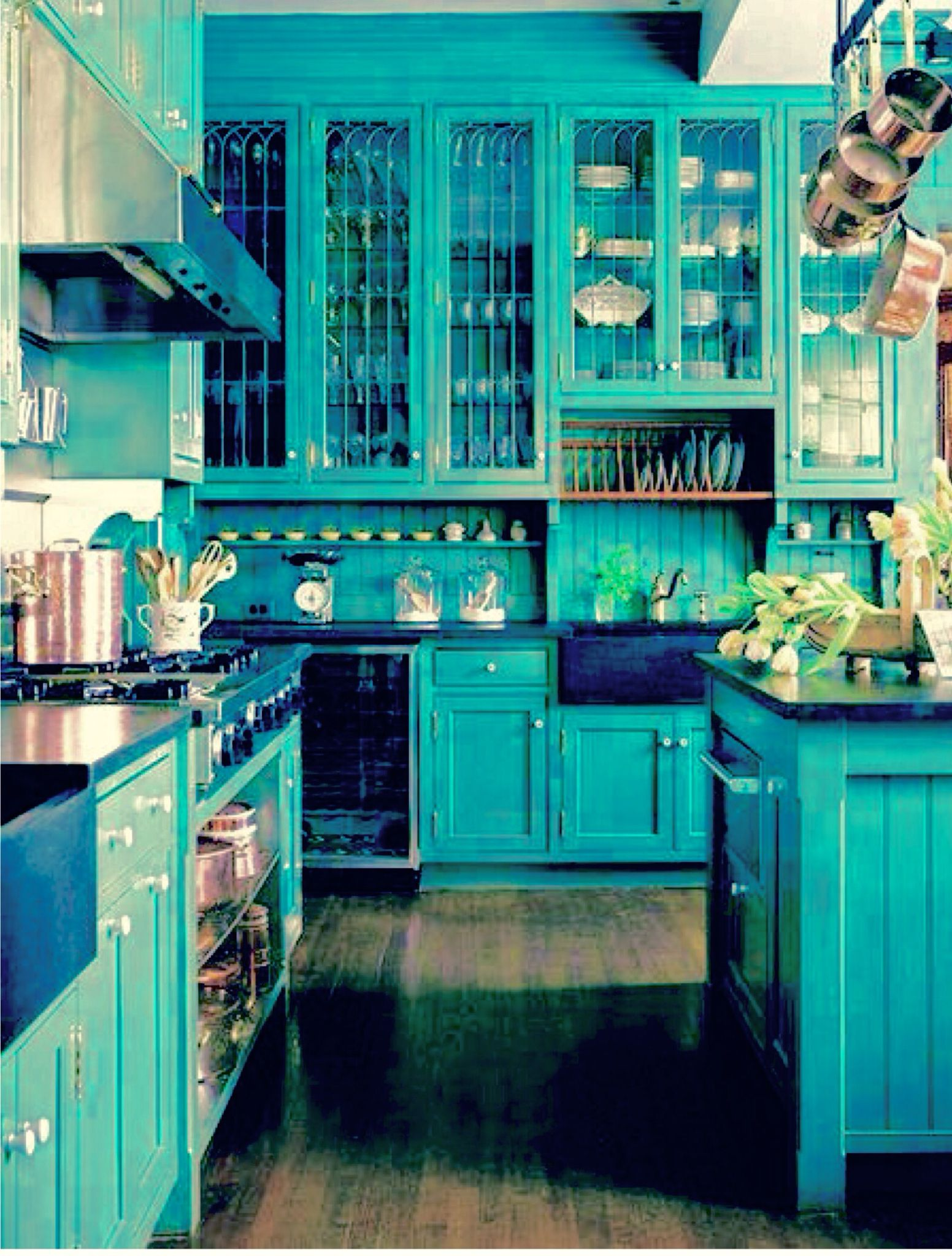 Very pretty kitchen decor in Tiffany blue