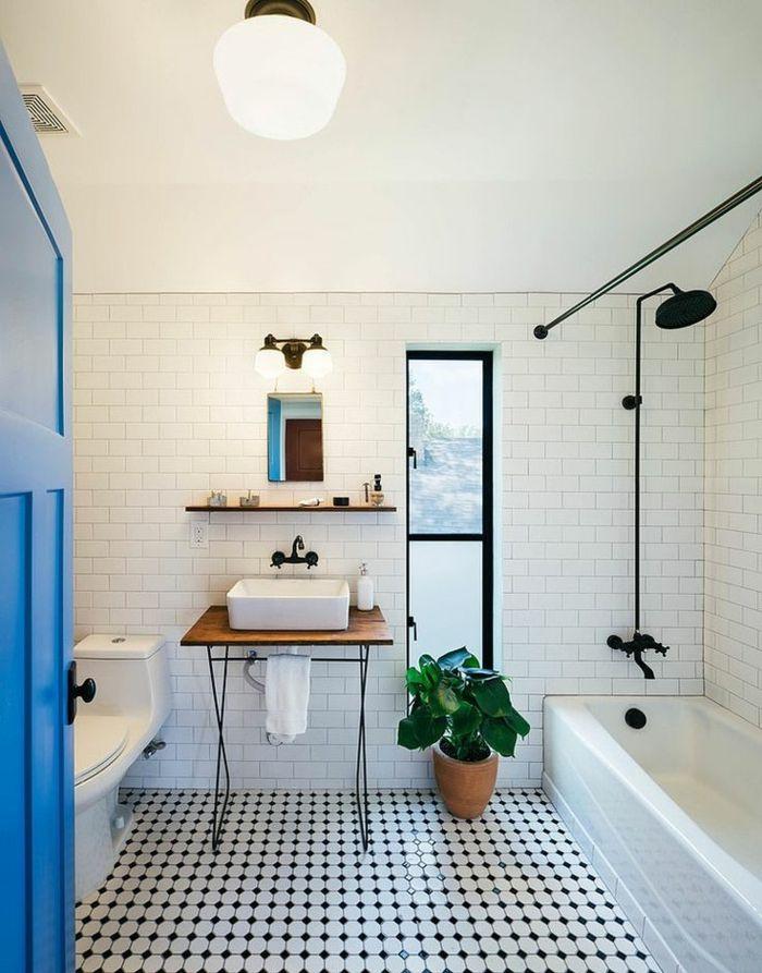 jolie salle de bain avec sol en carrelage damier noir et blanc
