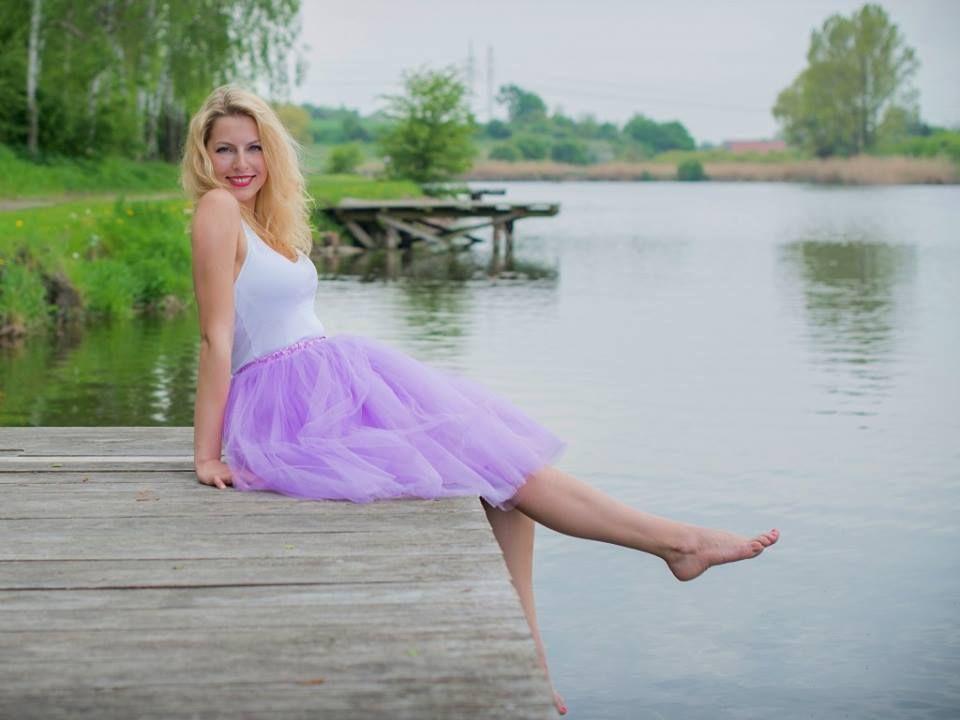 Dámská tylová TUTU sukně fialová tyl spodní neprůhledná vrstva ze saténu 3  vrstvy pevnějšího tylu pro e55ea2e9df