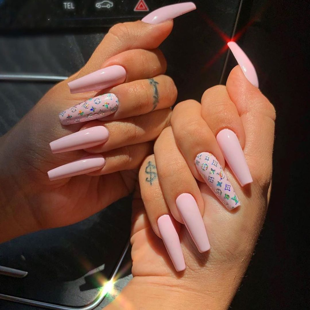 """𝐌𝐌𝐁𝐍𝐀𝐈𝐋𝐒 on Instagram: """"Nails for my boo @wowval_ ✨"""""""
