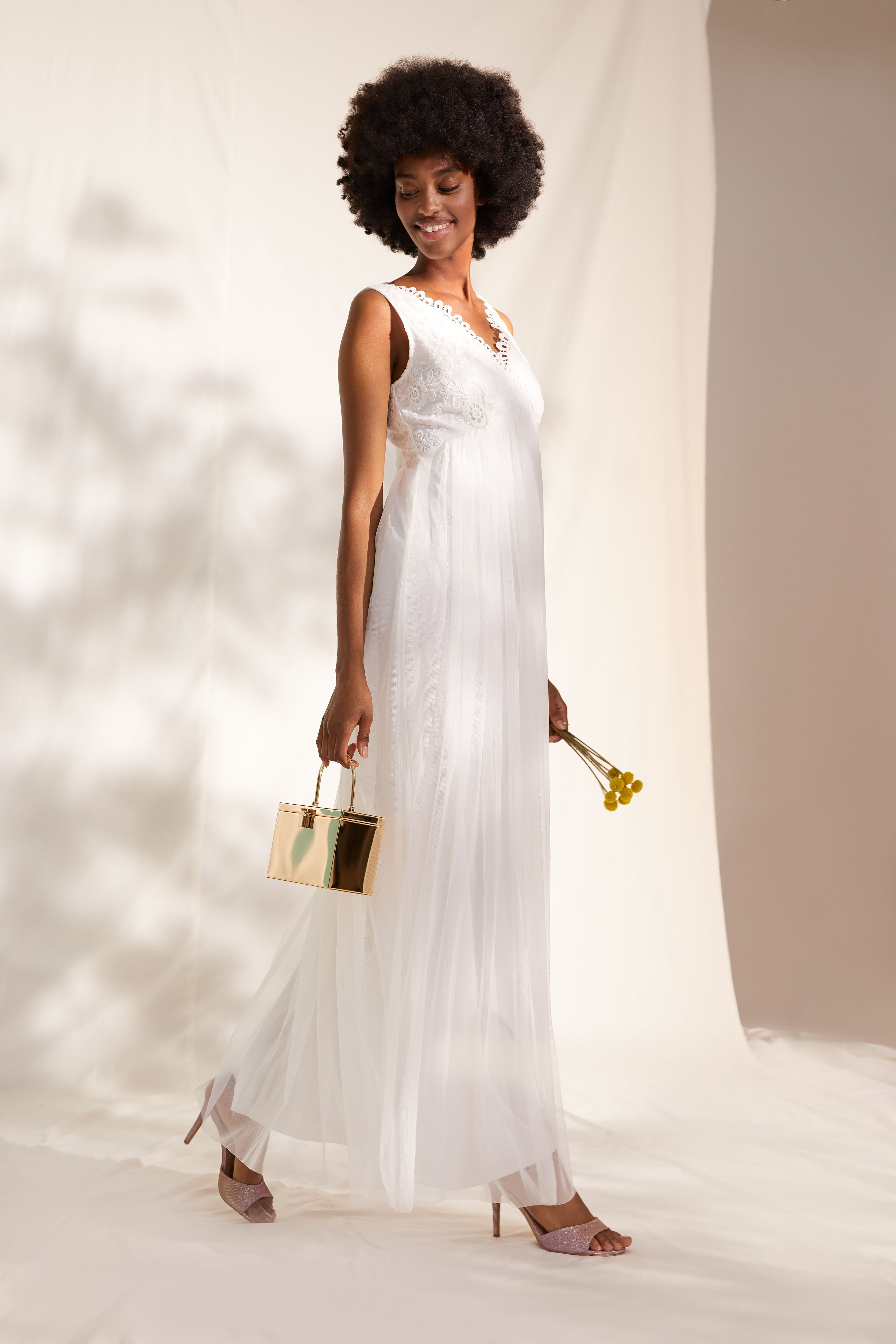 Wedding dress in a vintage look -  Discover the wedding vintage look in your ABOUT YOU online shop. 💍💎  - #CelebrityStyle2018 #CelebrityStylemen #CelebrityStylenight #CelebrityStyleparty #Dress #vintage #wedding
