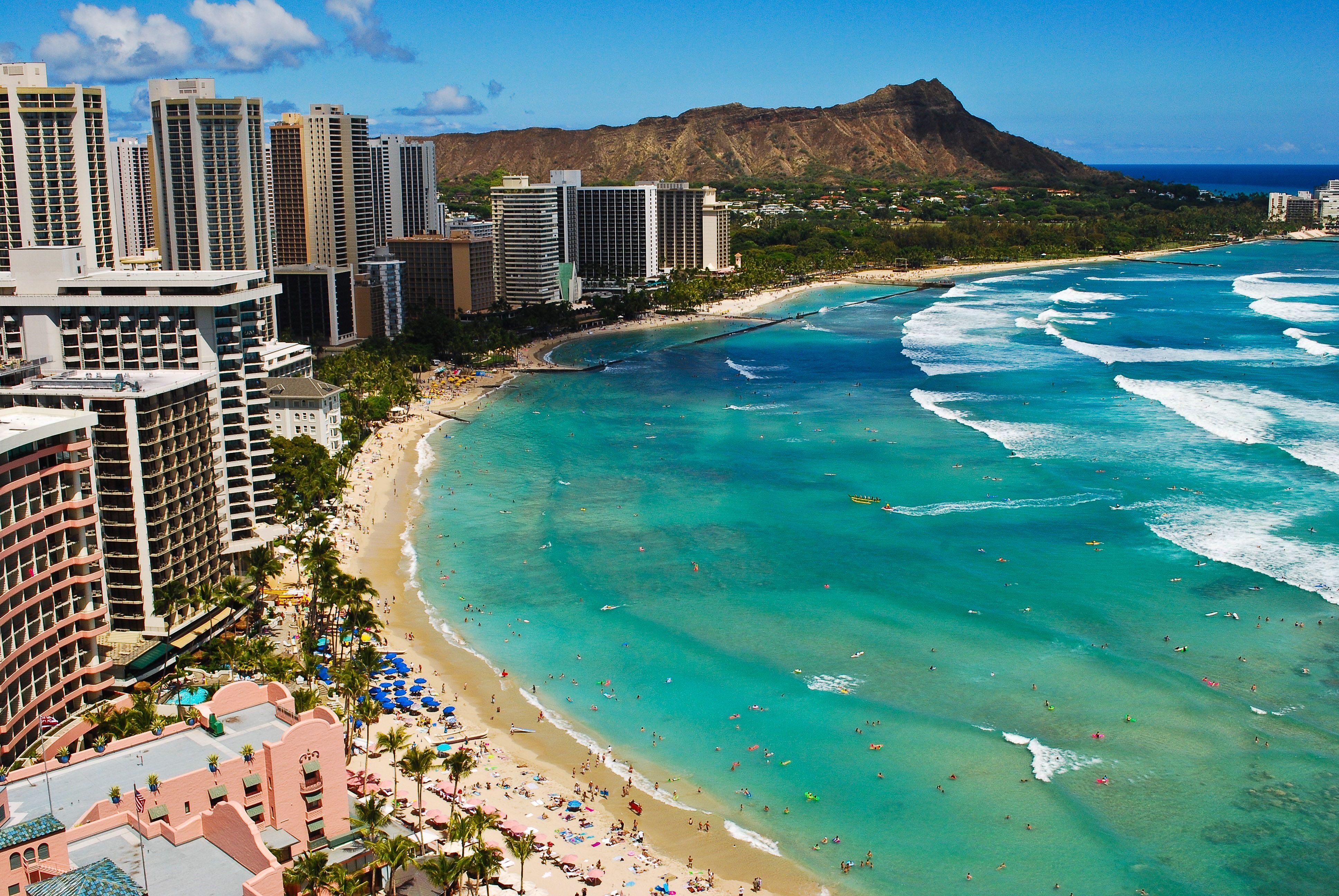 Honolulu Capital De Hawai Y Sus Asombrosos Lugares Hilton Hawaiian Village Waikiki Hawaii Beaches Hilton Hawaiian Village