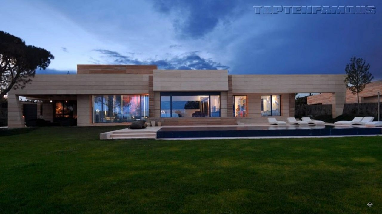 Pin By Viknesa On House One Day Mansions Cristiano Ronaldo House Celebrity Houses