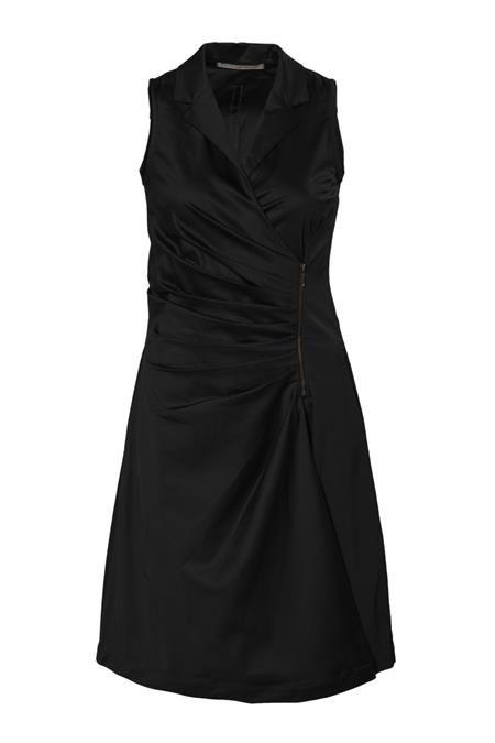 http://www.pinterest.com/corakemperman/forever-black-dress/