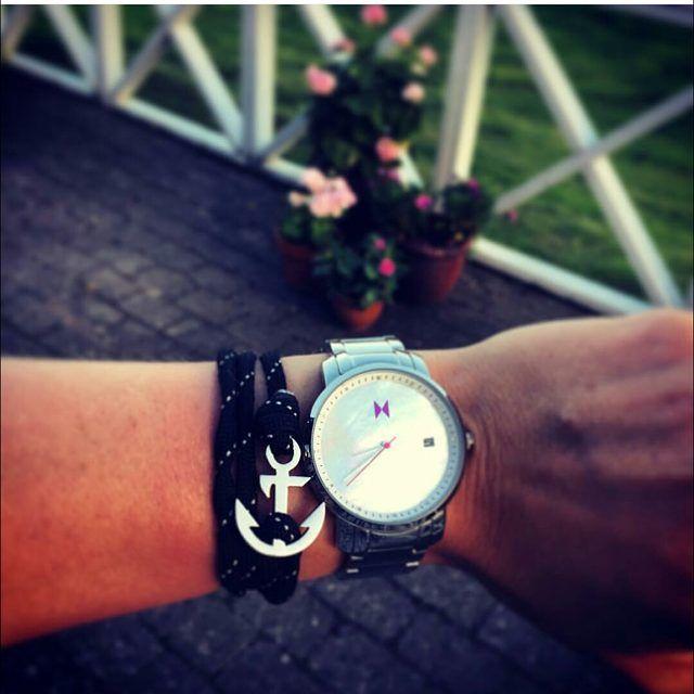 @mette_ostergaard forelskede sig i et MVMT Silver Pearl og et anker armbånd fra Thread Etiquette  We like the style ✅ www.watchfelt.dk #watchfeltselfie