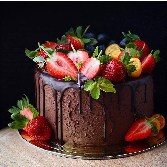 от @katya_lybimtceva_ . | Fruit birthday cake, Chocolate ...