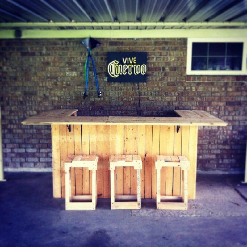 Outside bar made of pallets crafts pinterest for Building a tiki bar from pallets