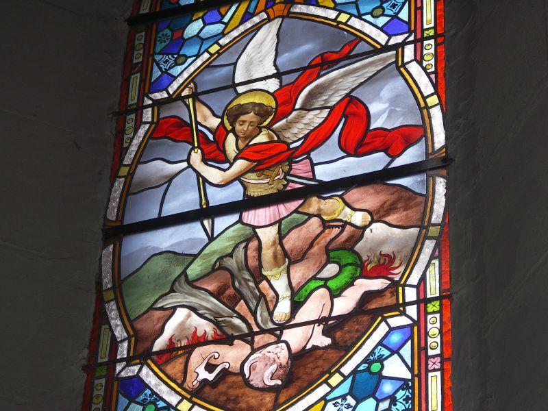 Vitrail de St Michel et le dragon