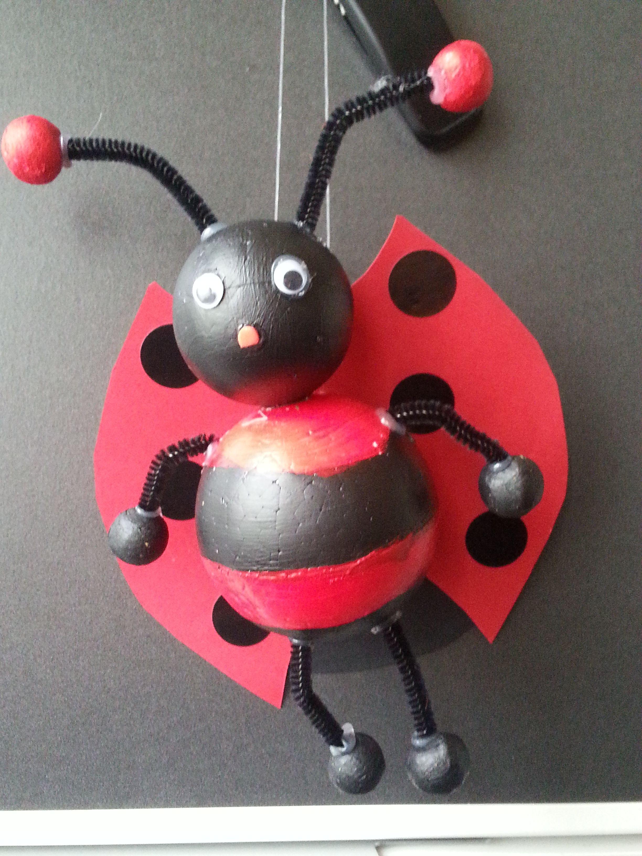 Coccinelle demoiselle r alis avec des boule de polystyr ne bricolage coccinelle pinterest - Boule de polystyrene ...