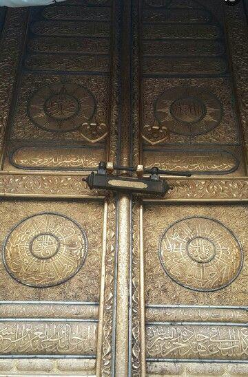 باب الكعبه يزن 300 كيلو جرام من الذهب