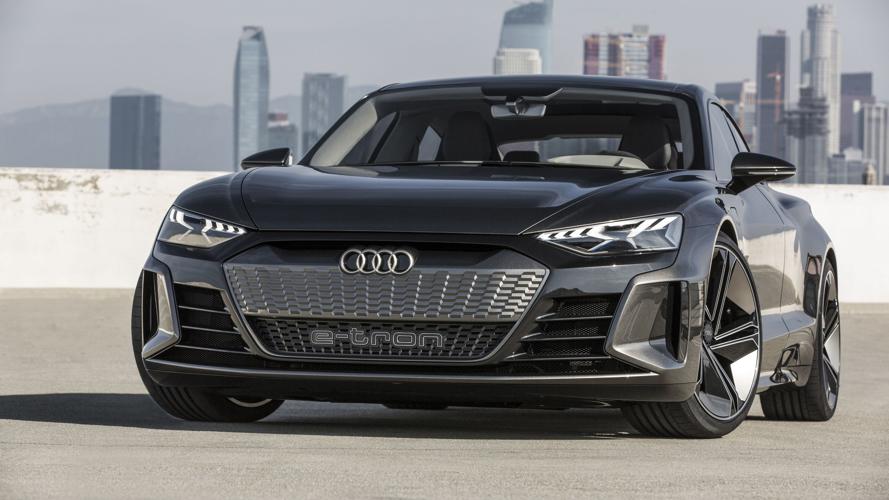 Don T Expect The 2020 Audi E Tron Gt Or Any Other Audi Ev To Ditch The Massive Grille Audi E Tron Audi Sports Car Porsche Taycan
