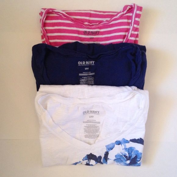 Old Navy Maternity Tee Bundle Old Navy maternity t-shirt bundle. Two scoop neck (navy and pink) and one slight v-neck (screen print). All have side ruching. 100% cotton. Old Navy Tops Tees - Short Sleeve