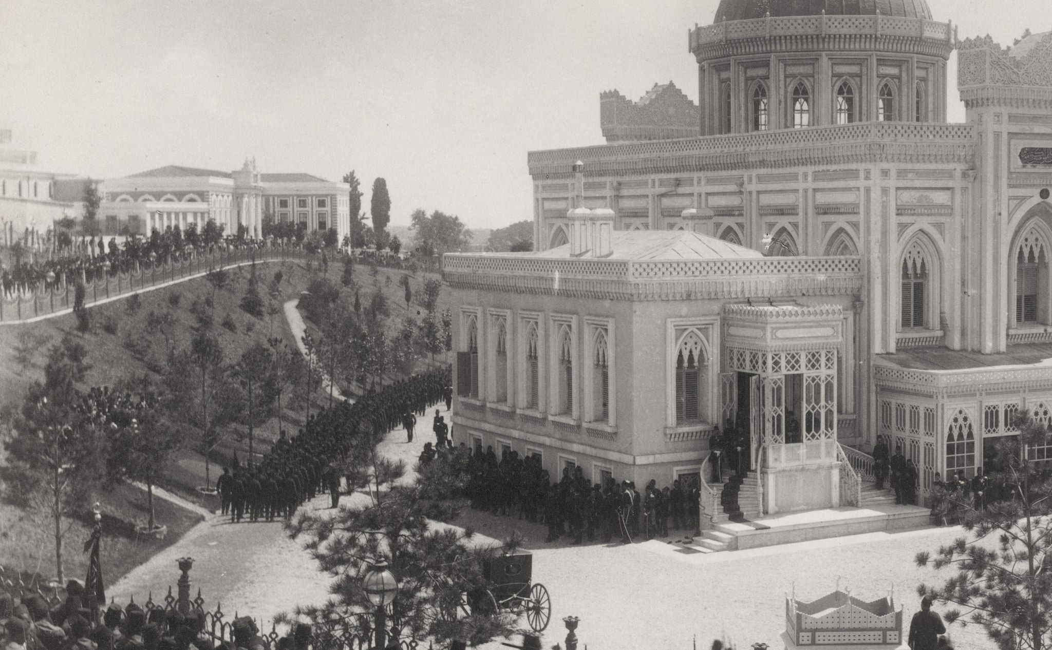 OTTOMAN ISTANBUL, SALUTE PROCESSION OF SULTAN ABDULHAMID II AFTER FRIDAY PRAYER IN YILDIZ HAMIDIYE MOSQUE | par OTTOMAN IMPERIAL ARCHIVES