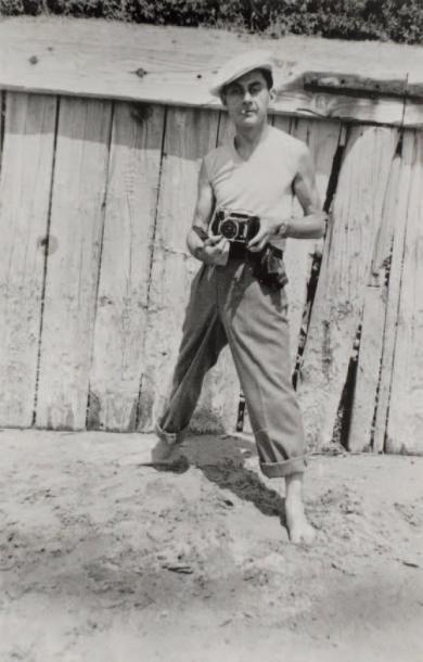 MAN RAY par PABLO PICASSO Man Ray sur la plage, 1937.