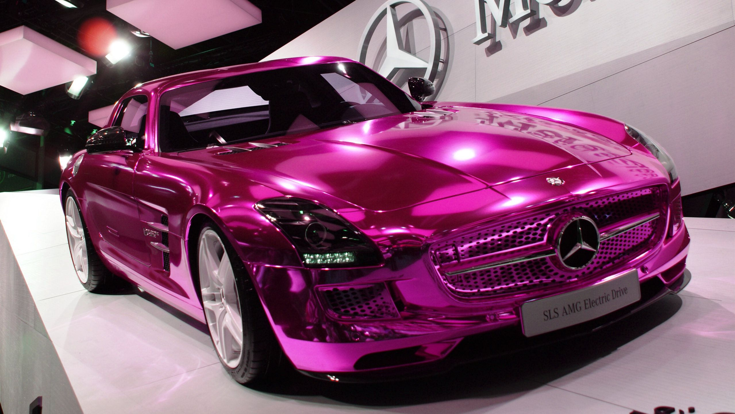Car social network car flash pink chrome vinyl wrap