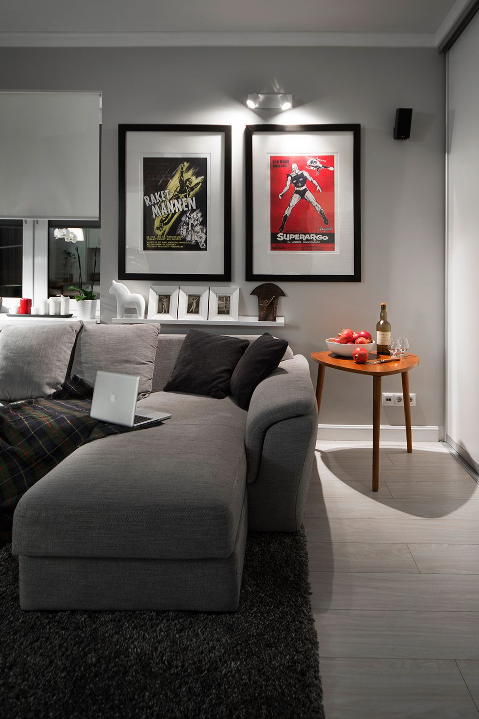 compact bachelor haven in moscow living | Compact Bachelor Haven in Moscow Defined by the Mix of ...