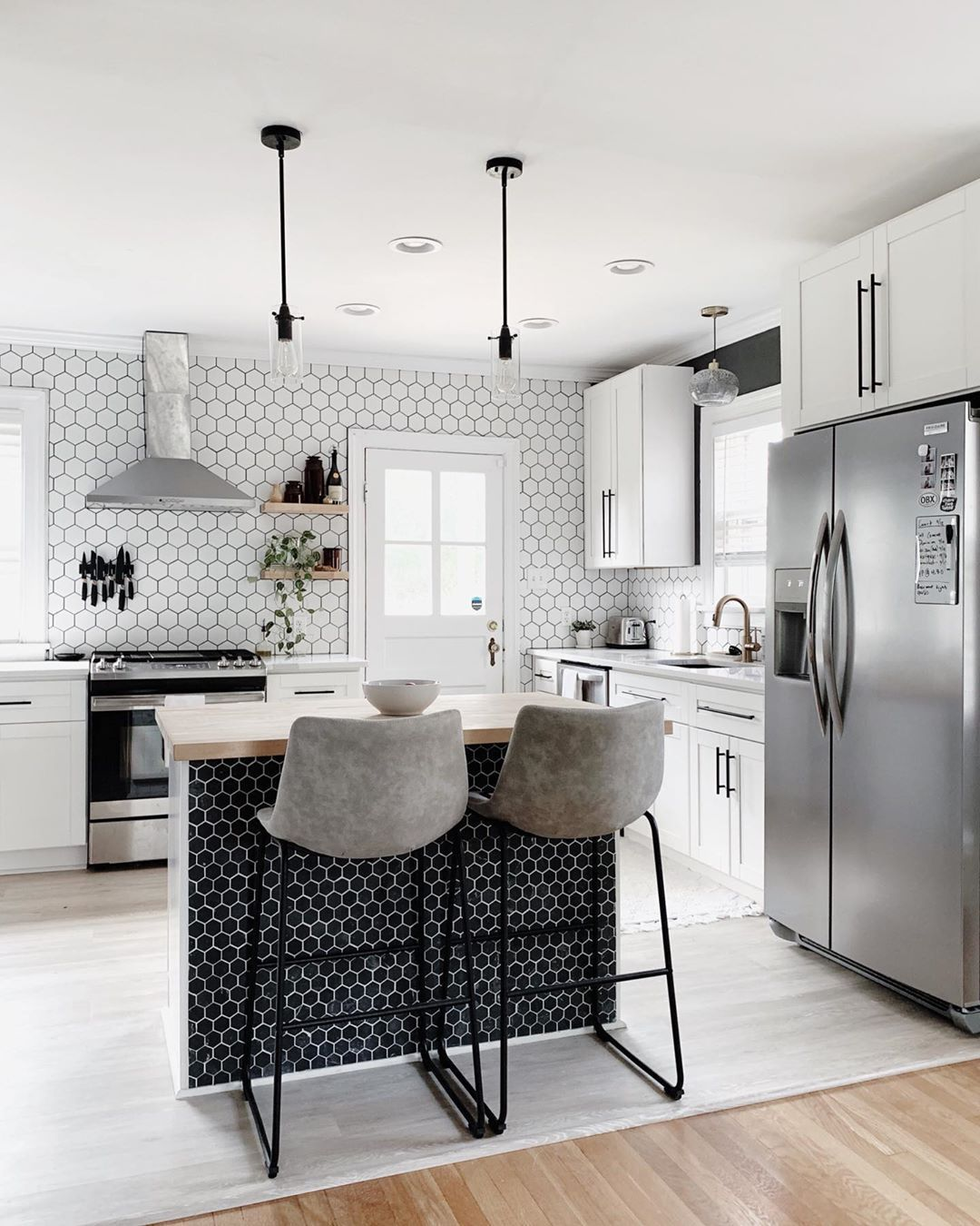 White Shaker Cabinets In Black And White Kitchen Whiteshakercabinets In 2020 Kitchen Cabinet Styles White Shaker Cabinets Cabinets To Go