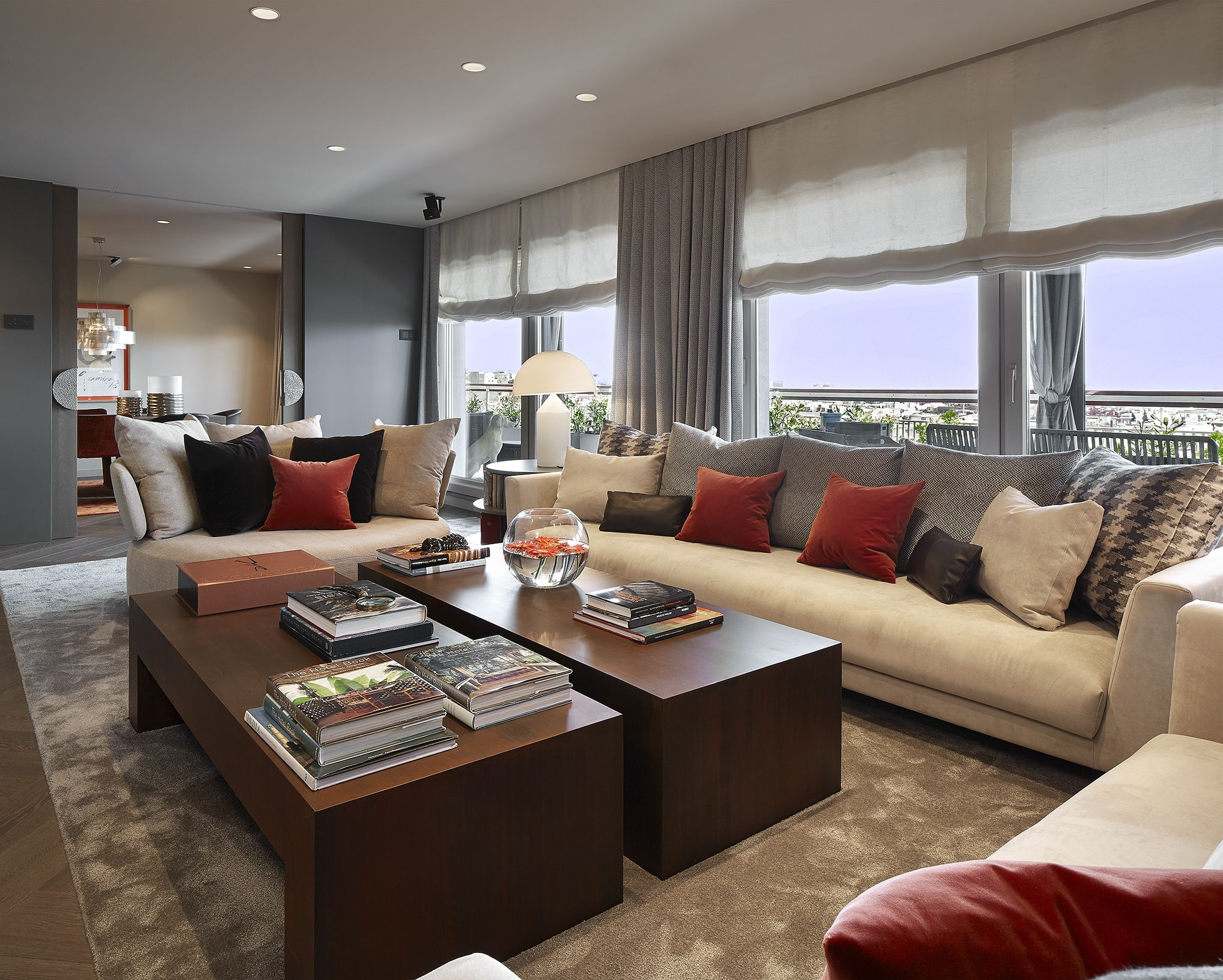 Molins Interiors // arquitectura interior - interiorismo - decoración - salón - sofás blancos - mesa de centro - salón recibir