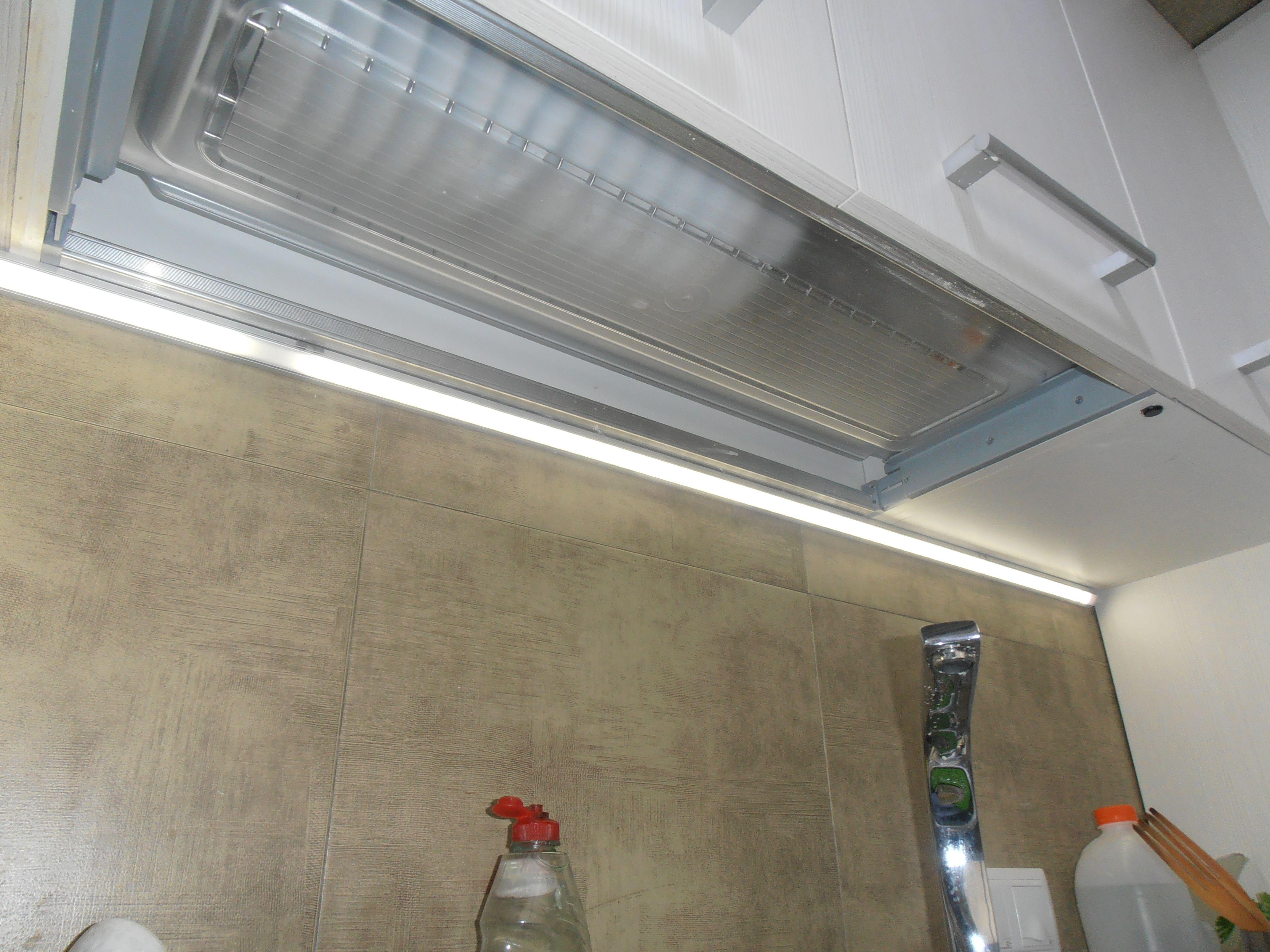 iluminacin de encimera en cocina mediante la instalacin de tiras de led en perfieles de aluminio