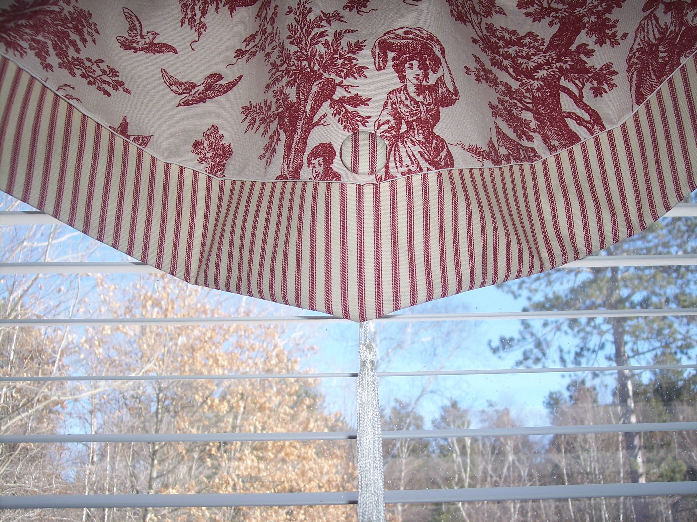 Layered Ascot Valance Red Waverly Country Life Toile And Striped Ticking With Covered Button And Tassel On Ebay Valance Valance Curtains Curtains