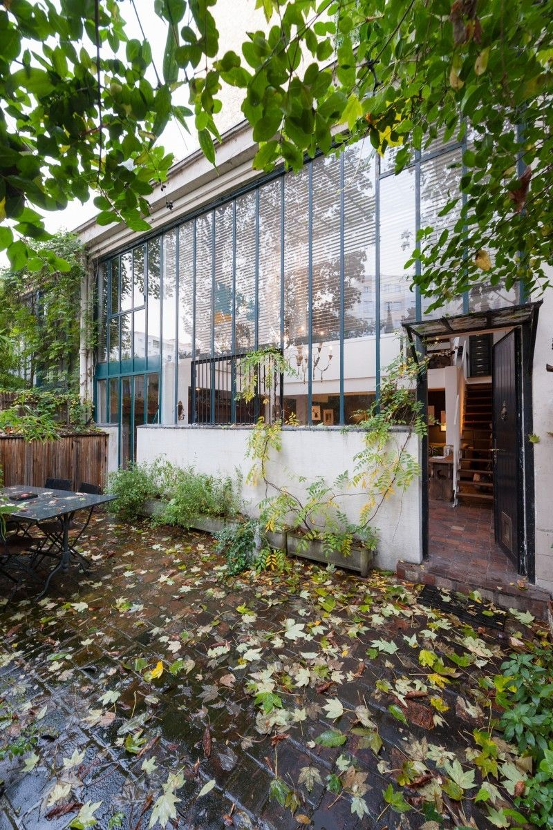 Atelier reconverti en loft avenue jean moulin paris for Loft jardin paris