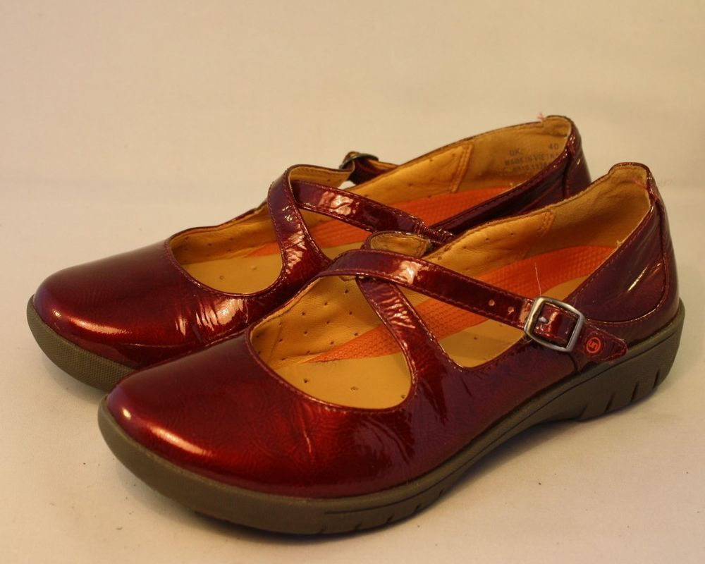 09621376a8de UK SIZE 4 WOMENS CLARKS SHOES UNSTRUCTURED RED PATENT MARY JANES PUMP FLATS