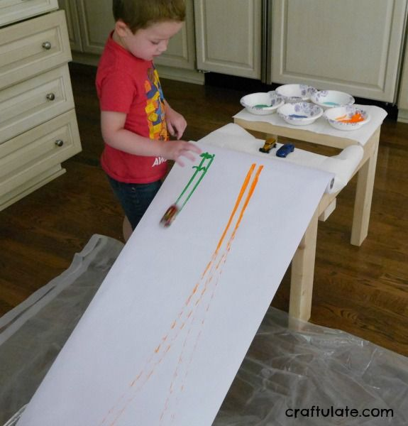 Car ramp painting inside or outside art project for kids artstuff pinterest art - Maltechniken kindergarten ...