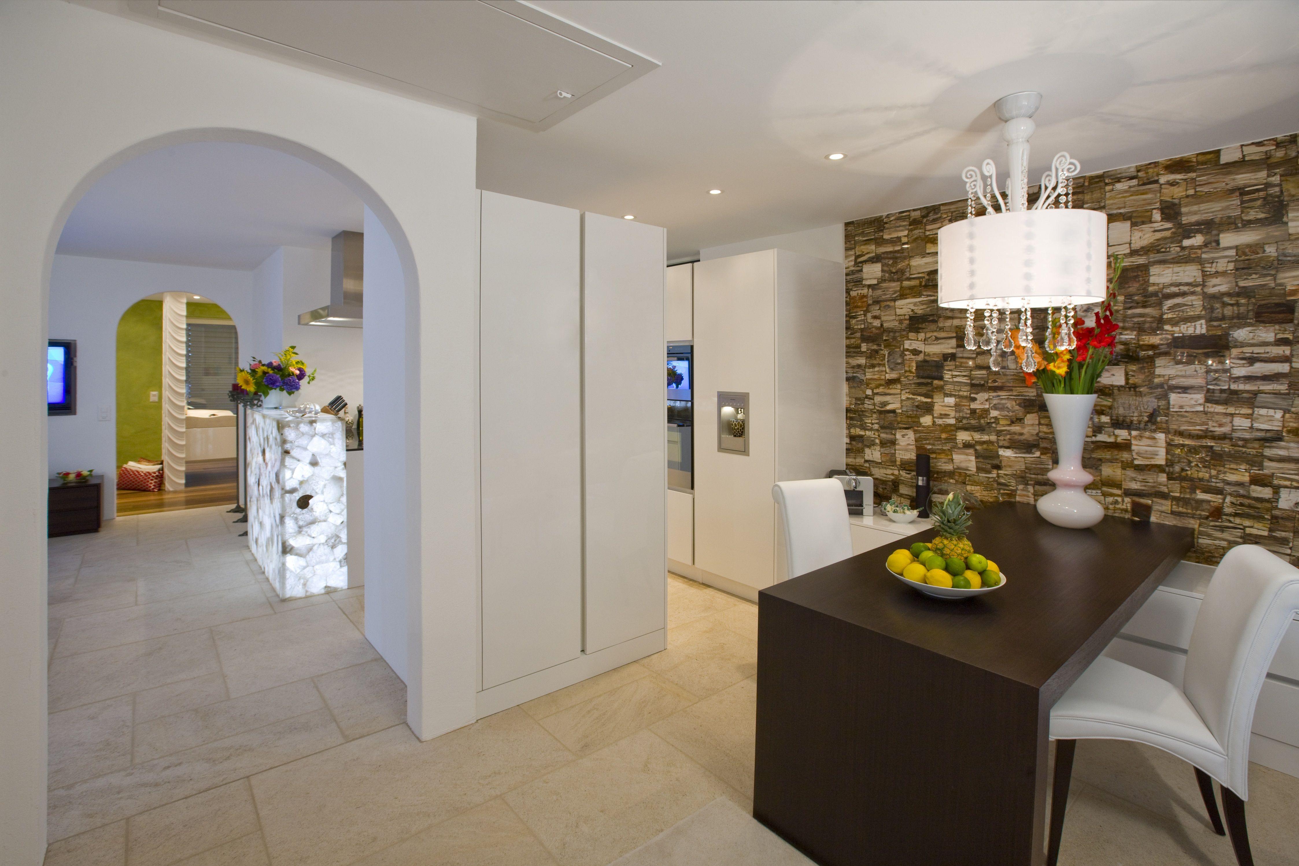 Künstlerisch Bodenbelag Küche Beste Wahl Blick Vom Esszimmer Zur Küche Mit Hinterleuchtetem