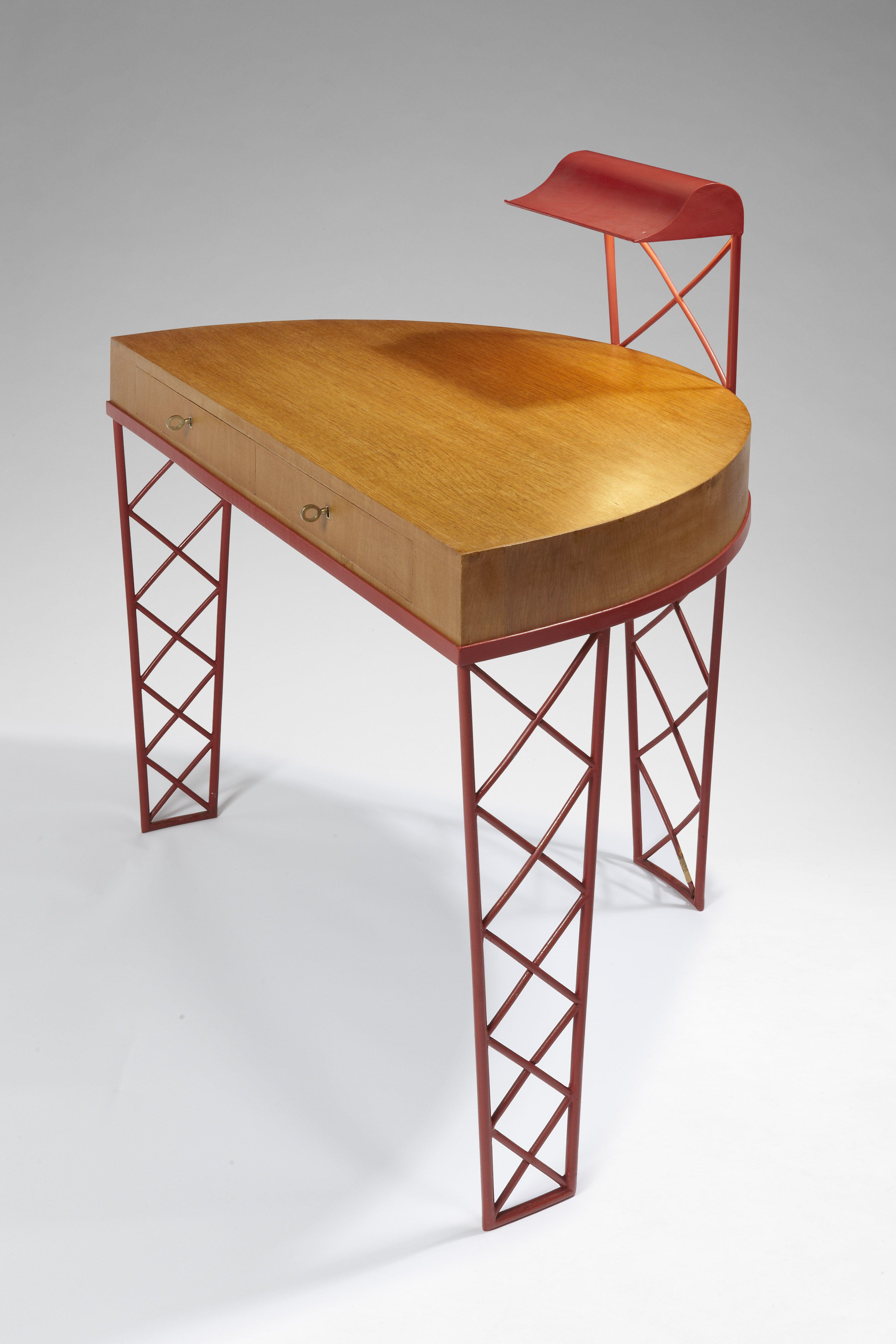 Rare bureau croisillons en m tal laqu rouge d 39 origine for Meuble bureau original