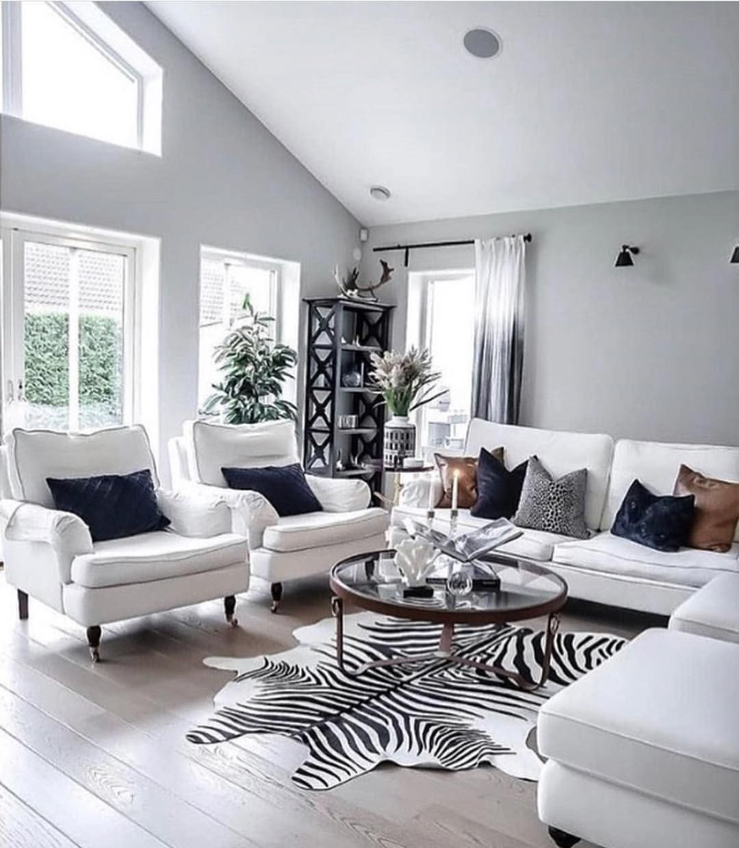 Inspiring Sitting Room Decor Ideas For Inviting And Cozy: What Do You Think Of This Cozy Family Living Space? Cool