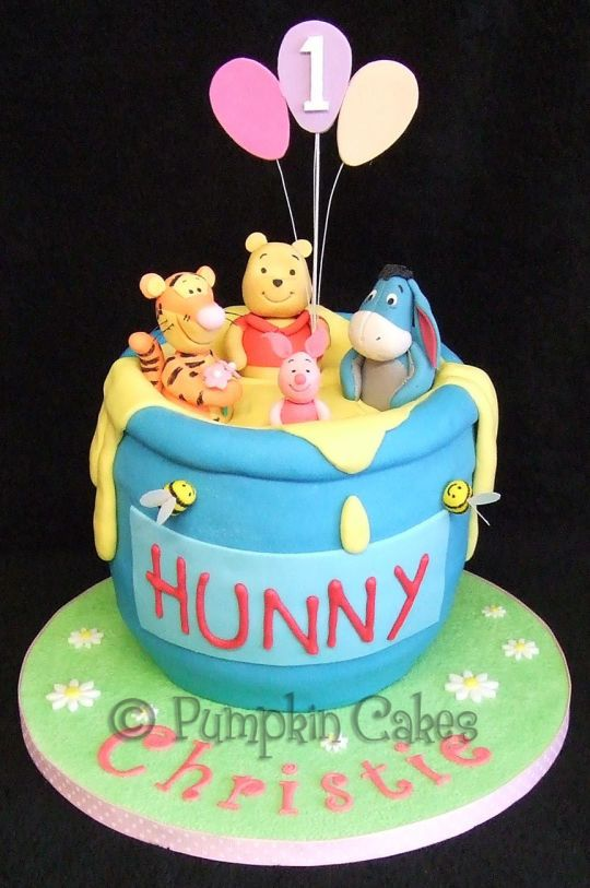 Winnie the Pooh and Friends Amazing sculpted cakes and cake art