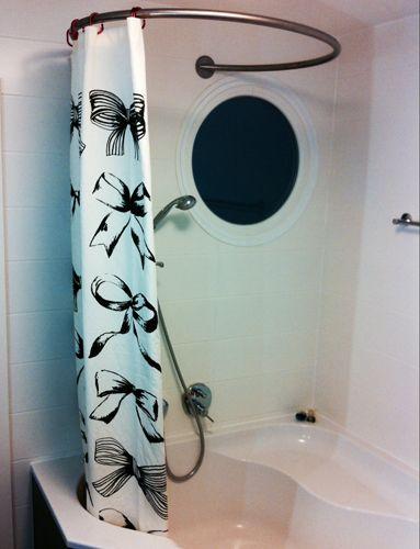 Barre rideau de douche circulaire GalboBain et baignoire d\'angle ...